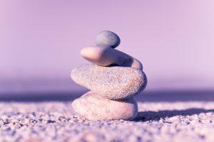 Gleichgewicht, Atemtherapie, Steinmännchen